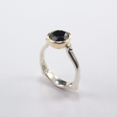 Silver/Palladium Ring, featuring a Round Cut Black Spinel in a 9ct Yellow Gold Setting. Reference Code:LJ-R240-B